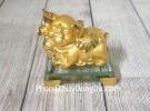 Vua heo vàng ôm gậy như ý trên đế thuỷ tinh LN038