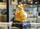 Tượng chuột vàng ôm nén vàng TM010