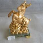 H071 150x150 Dê vàng nguyên bảo, đế thủy tinh  dê tụ tài H071G