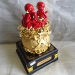 K029 1 150x150 Gia đình khỉ đỏ trên túi vàng   đời đời vượng tài K029M