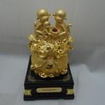 k028 22 150x150 Gia đình khỉ vàng trên túi vàng  đời đời vượng tài K028M