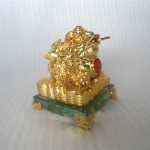 h162 1 150x150 Thiềm thừ vàng trên đế thủy tinh H162G