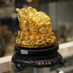 c062a coc vang xoay 2 150x150 Cóc vàng trên đống tiền vàng C062A