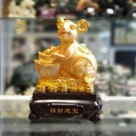 tm010 chuot vang nen vang 150x150 Tượng chuột vàng ôm nén vàng TM010