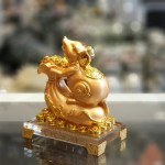 tm023 chuot vang tui vang de thuy tinh 2 150x150 Chuột vàng trên túi vàng TM023
