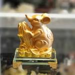 tm030 chuot vang bap vang 150x150 Chuột ôm bắp vàng đế thủy tinh TM030